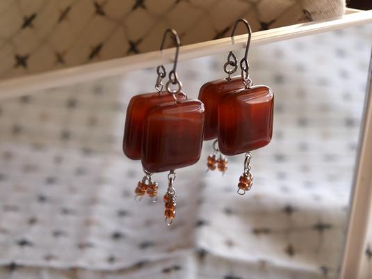 天然石(赤メノウ)のピアス