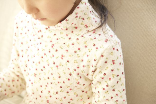 【size120】春待ち*ふわふわハイネックTシャツ(赤小花)