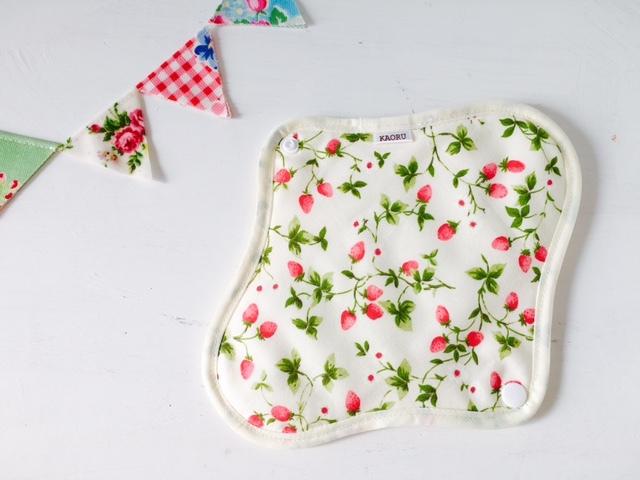 可愛い布ナプキン『いちごw』昼用Mサイズ