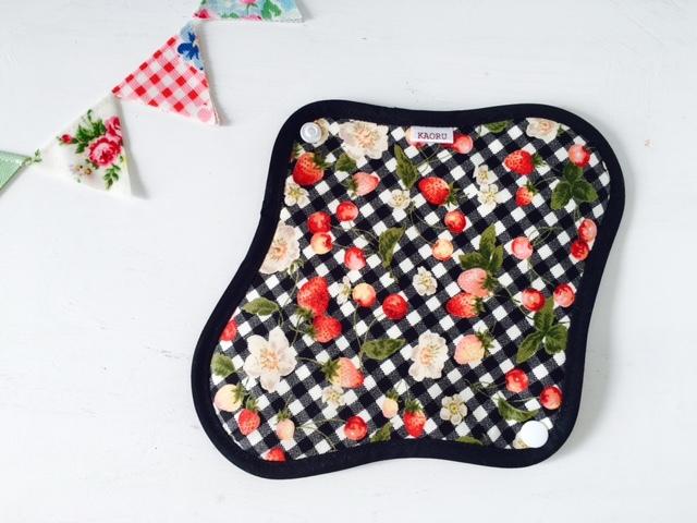 可愛い布ナプキン『いちごb』昼用Mサイズ