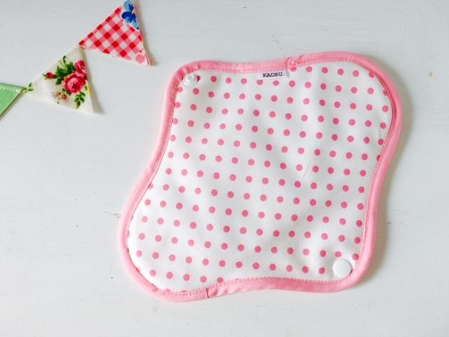 可愛い布ナプキン『ホワイト&ピンクドット』昼用Mサイズ
