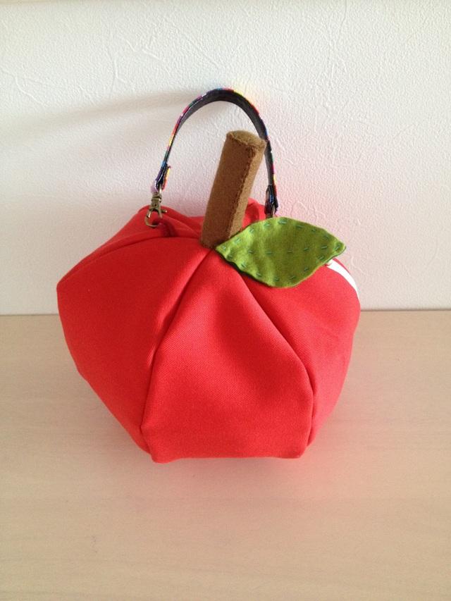 リンゴのバッグ