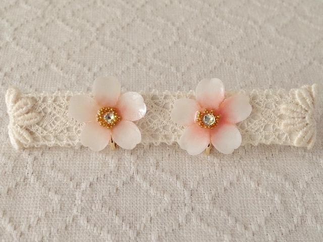 染め花を樹脂加工した桜イヤリング(ホワイト&ピンク)