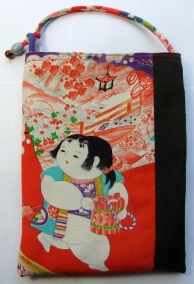 子供と花の絵柄の着物で作ったタブレット入れ 1237