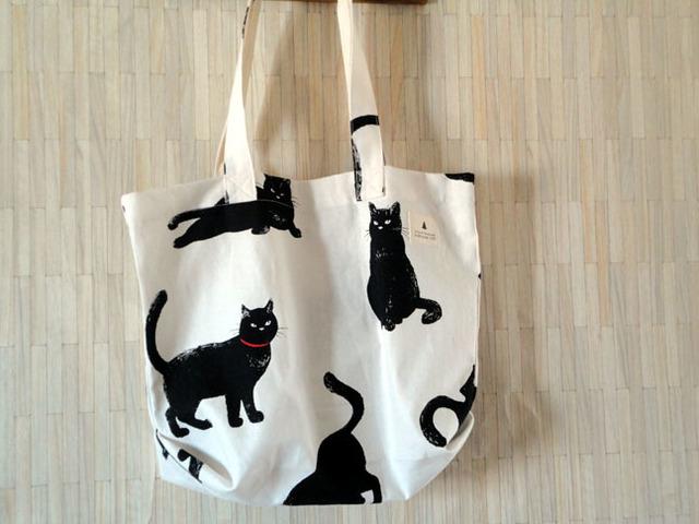 1枚仕立てのトートバッグ*黒猫オフ白*収納袋付き
