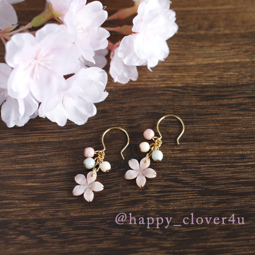 【さくら、咲く】 ピンクシェルの桜と3色チェコビーズのピアス/p558