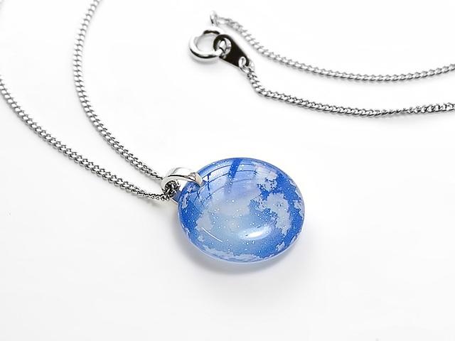 ★ほのかに灯る小粒な青空ネックレス