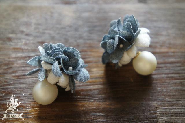 pierce 【 ちいさな紫陽花のパールキャッチピアス * blue 】