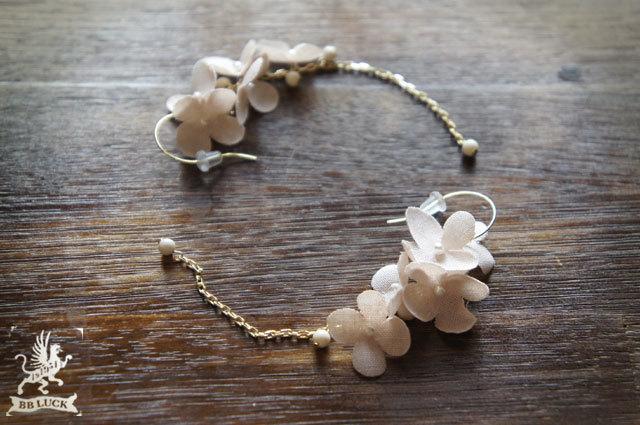 pierce 【 小さな紫陽花とリバーストーンのピアス * pink 】