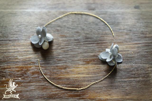 pierce 【 ちいさな紫陽花と白珊瑚のピアス * light gray 】