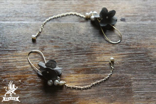 pierce  【 ちいさな紫陽花と淡水パールのピアス * charcoal grey 】