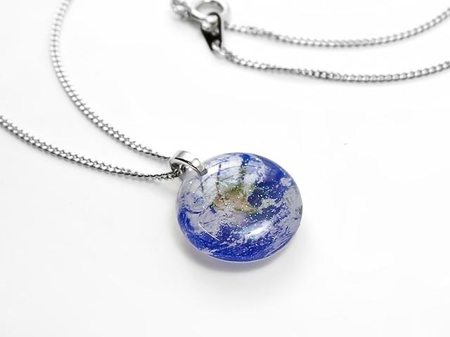 ★ほのかに灯る小粒な地球のネックレスB