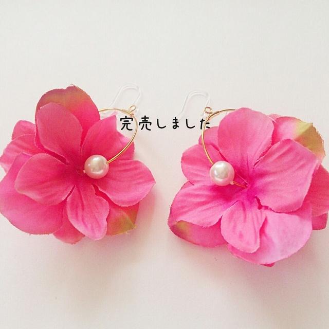 再販☆春夏カラー☆フラワーフープ樹脂ピアス フューシャピンク