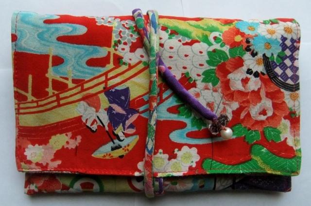 着物リメイク 花柄の着物で作った和風財布 1252