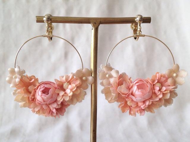 染め花のフープイヤリング(サーモンピンク)
