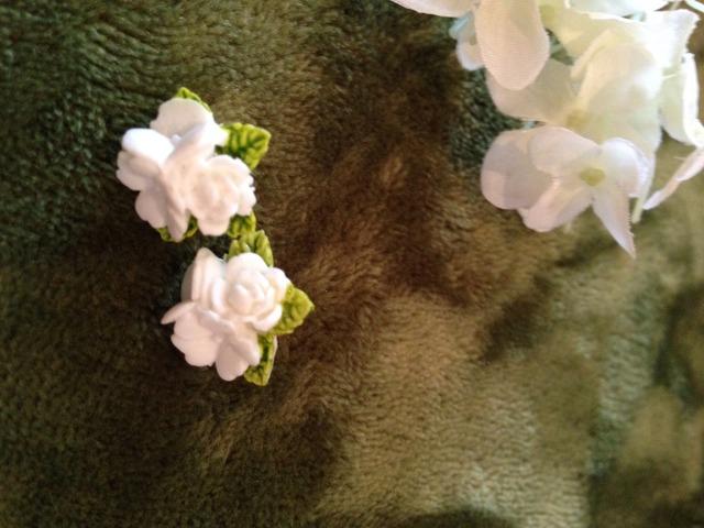 お花のカボションピアス