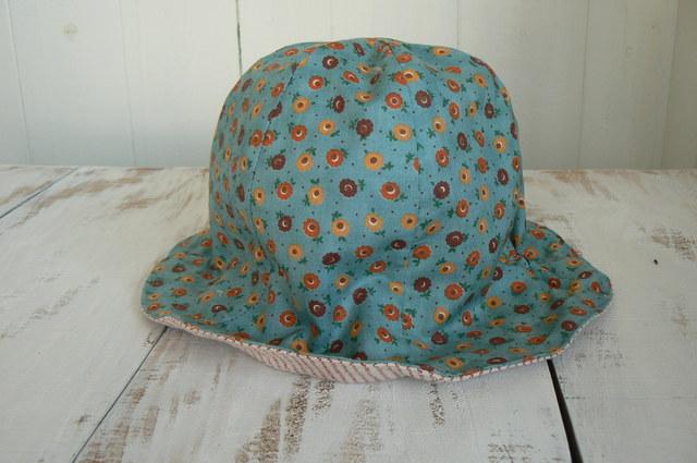 可愛いお花柄帽子   baby  (約44cm~46cm)