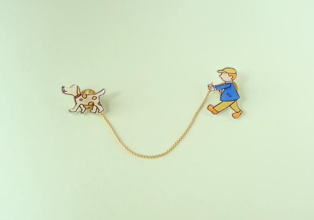犬のおさんぽブローチ