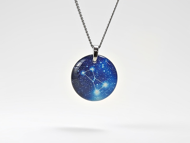 SALE★ほのかに灯る小粒なオリオン座のネックレス