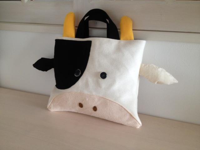 牛さんの絵本バッグ〈右ぶち〉