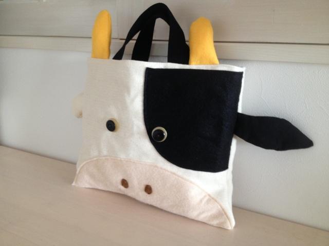 牛さんの絵本バッグ〈左ぶち〉