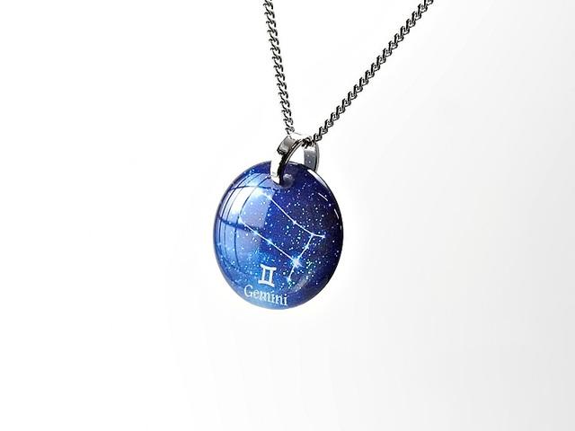 ★【ふたご座】ほのかに灯る小粒な生まれ星座ネックレス