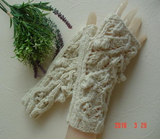 ☆彡木の葉と木の実の透かし編みFingerless Mittens
