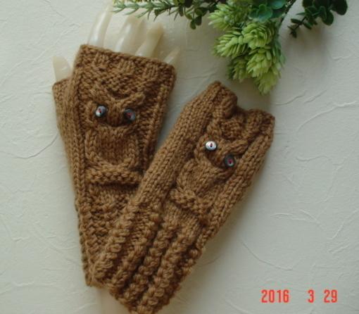 ☆Owlの模様とアラン模様の編みのFingerless Mittensラクダ色