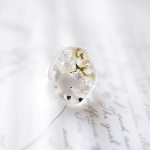 透明樹脂の白猫ちゃんリング