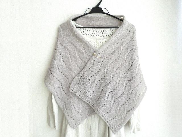 透かし編みの軽やかストール