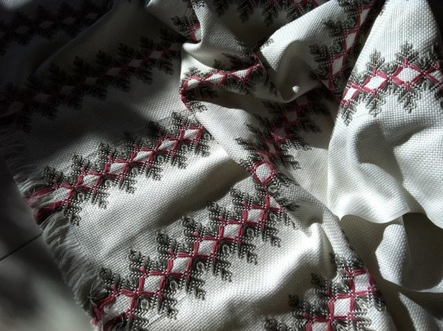 スウェーデン刺繍 テーブルクロス