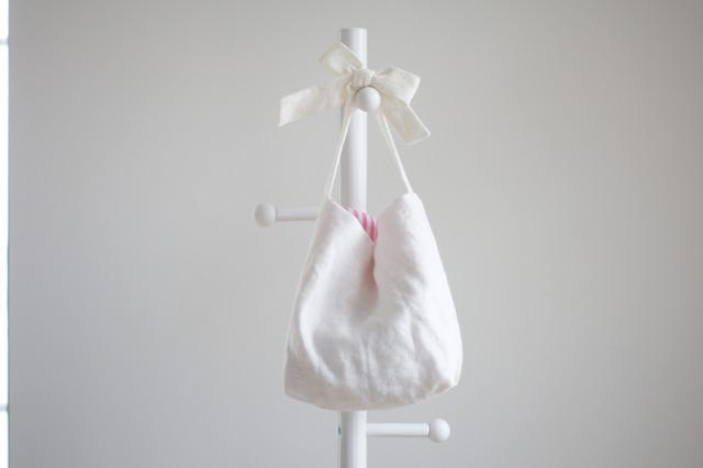 リネンキルティングリボンのバッグ(ホワイト×ピンクストライプ )