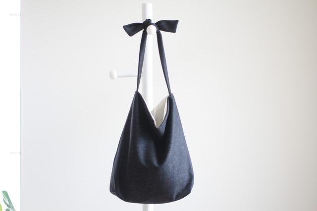 ウールリボンのバッグ(チャコールグレー)