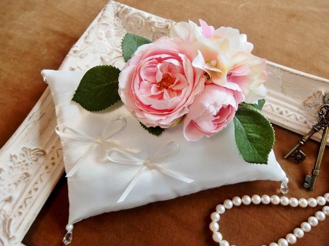 ローズ花束とスワロフスキーのリングピロー