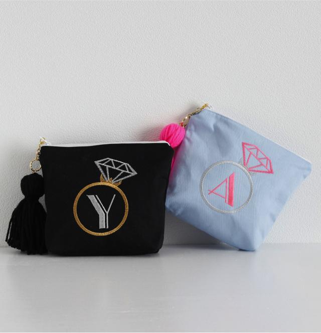 【ポーチ】A〜Zまで!イニシャル刺繍化粧ポーチ通販青黒タッセル付き プレゼントに!【無料ラッピング】  ring-jewel-s