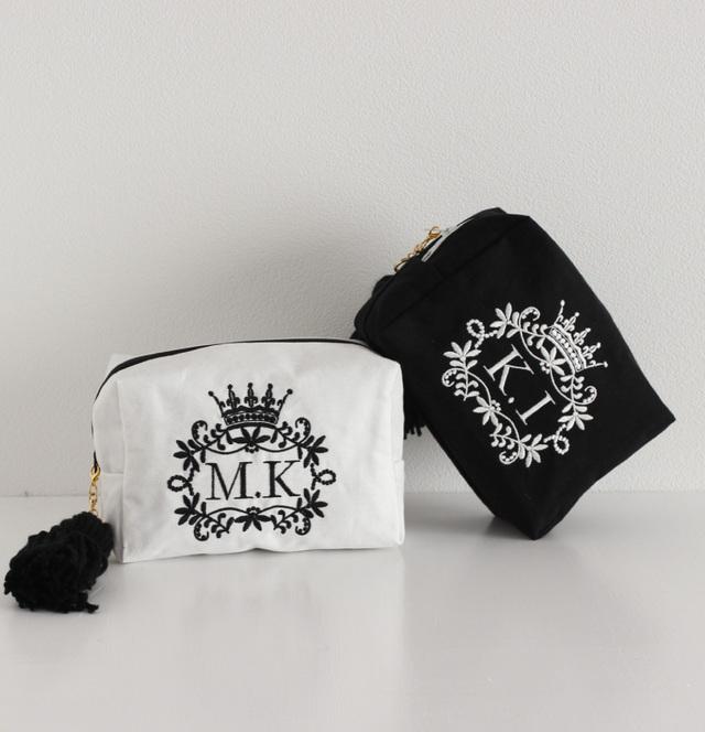 【ポーチ】A〜Zまで!イニシャル刺繍スクエアポーチ通販白黒タッセル付き プレゼントにも【無料ラッピング】 royal-crown