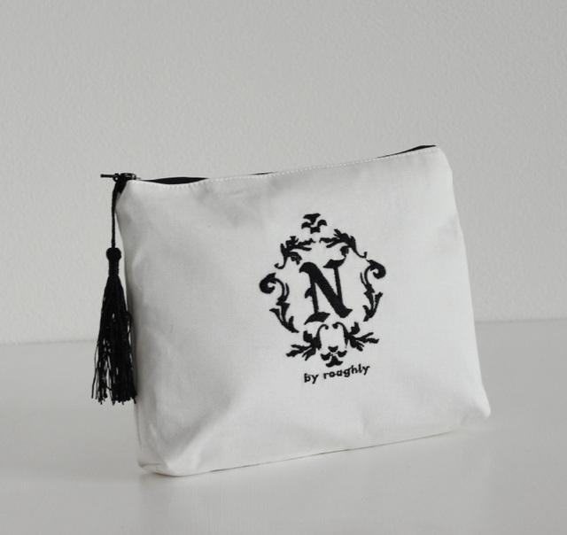 【ポーチ】文字が選べる!イニシャル刺繍化粧ポーチ通販白タッセル付き プレゼントに!プチオーダー