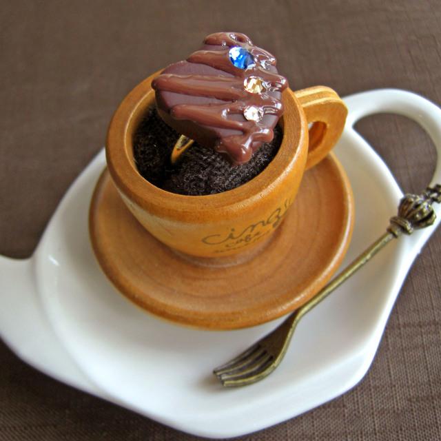 粒チョコレートの指輪 ハートに青【新色】