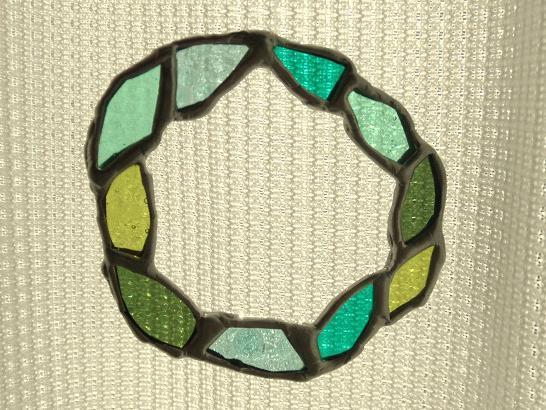 ステンドグラス 緑系  リース サンキャッチャー