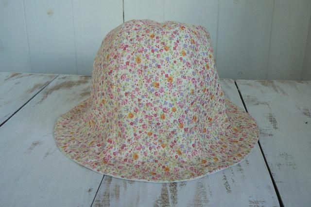 可愛いピンクのお花柄の帽子   (約54cm~約56cm)