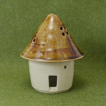 家の灯り(三角屋根)
