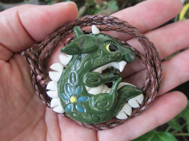 *J様ご予約品*お願いドラゴンのペンダント(深緑)