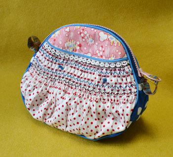 スモック刺繍のポーチ(ピンクと青)