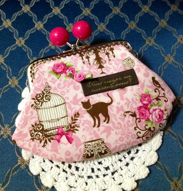 ロマンチックな薔薇とネコ*鮮やかなピンクの飴玉げんこのがま口