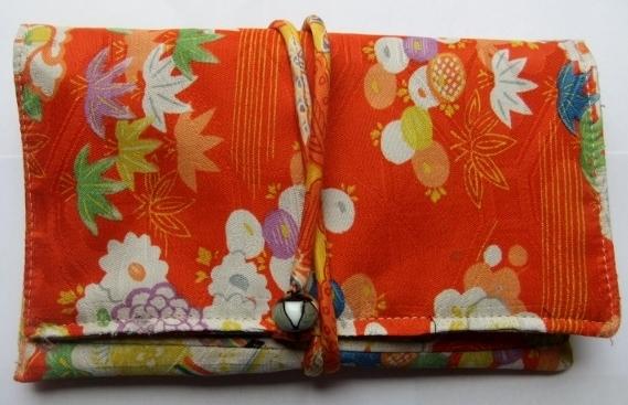 着物リメイク 女の子の花柄の着物で作った和風お財布 1275
