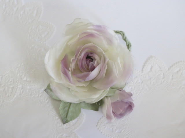 送料無料 ラベンダーピンク薔薇のコサージュ
