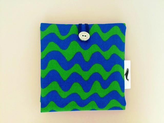 ポップカラーの波模様ポケットポーチ グリーン