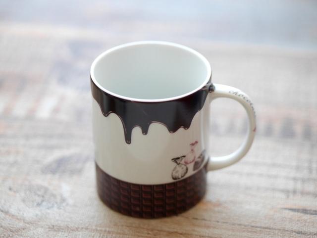 イニシャルを入れられるマグカップ チョコレート