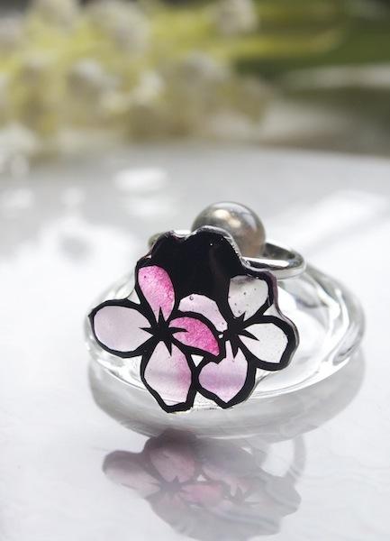 切り絵のアクセサリー 小花の指輪(ピンク)