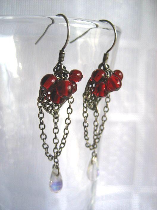 ★赤い木の実とオーロラドロップのピアス